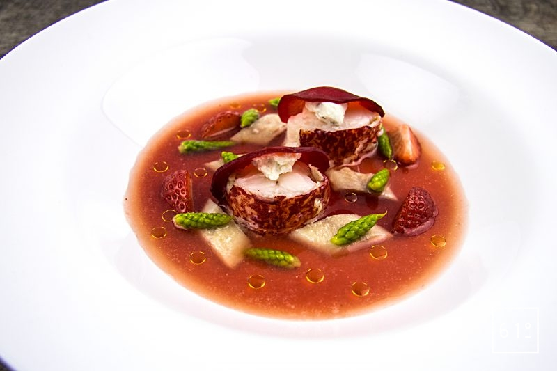 Homard au dashi de fruits rouges