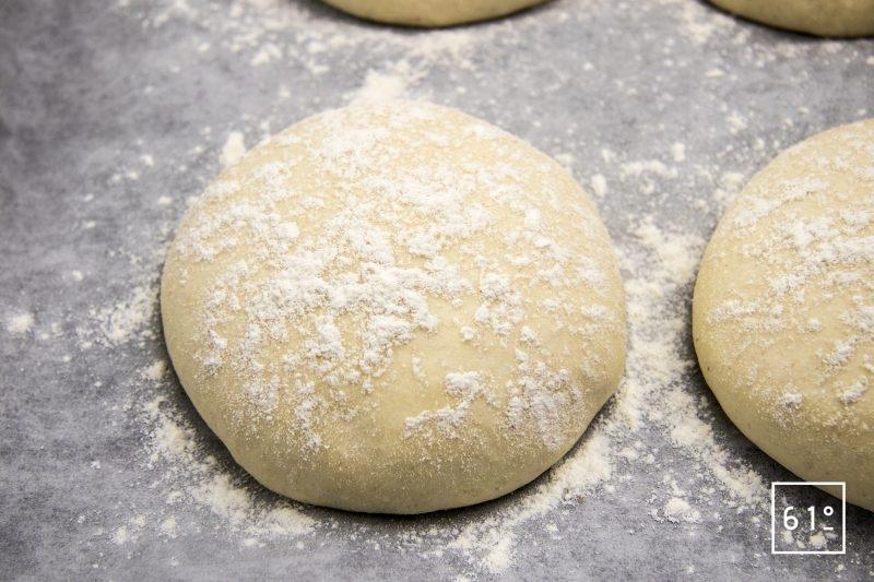 Pain du Lancashire - fariner les pains