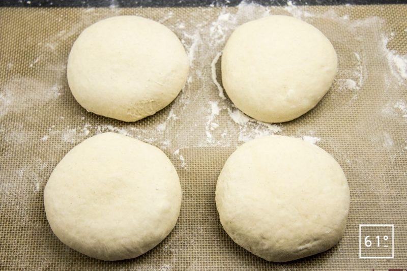 Pain du Lancashire - former les pains
