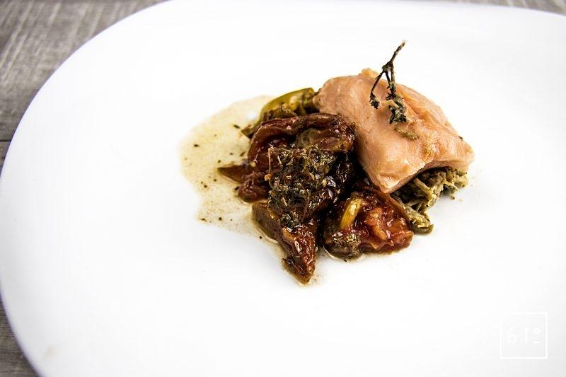 Saumon basse température sous vide, effiloché de porc et piperade