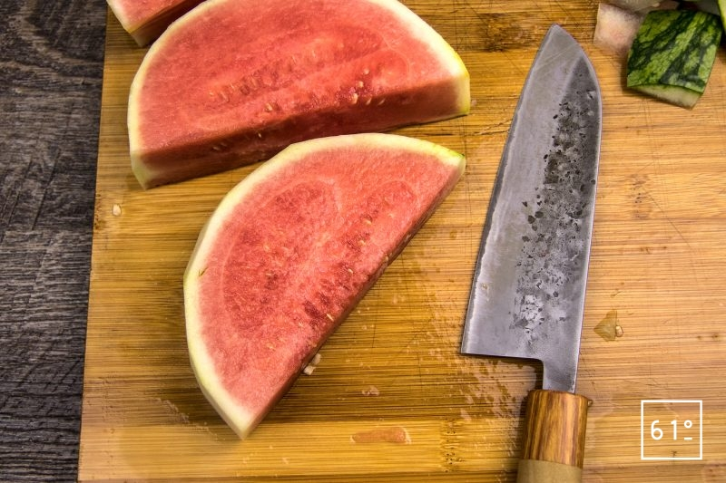 Carpaccio de veau grain de soie et de pastèque - découper la pastèque