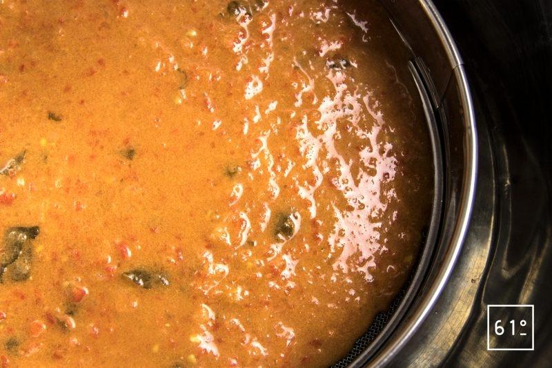 Gravlax de carpe et son gaspacho frais - passer au tamis