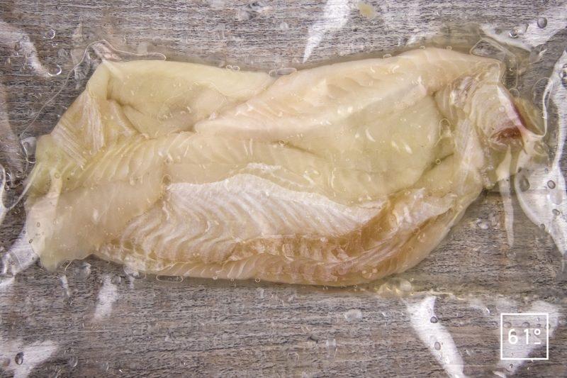Filet de sole basse température et ses chips de peau, accompagnés d'une émulsion au shojin dashi et ail - mettre sous vide les filets de sole