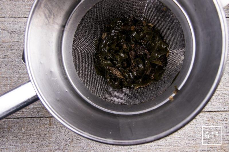 Carré d'agneau et polenta - filtrer le shojin dashi