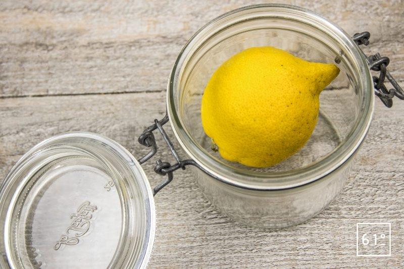 Crème de citron - mettre le citron dans un pot