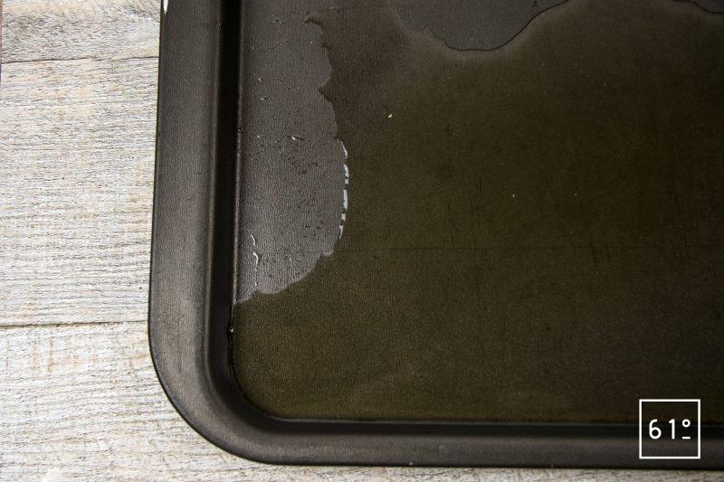 Amuse bouche à l'huitre et à la crème de riz - verser sur une plaque
