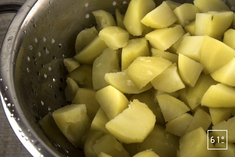 Purée de pommes de terre au caramel et à l'ail - égouter