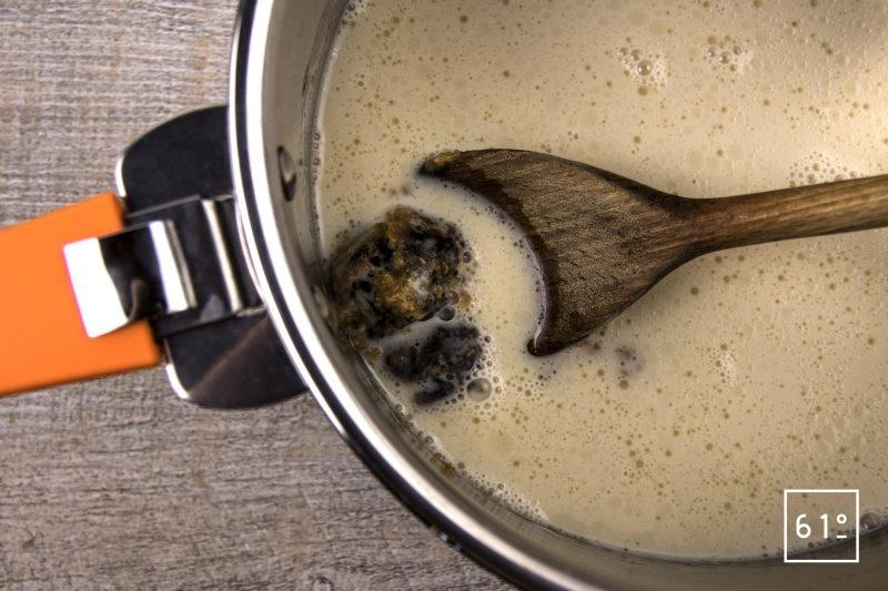 Sauce saté - ajouter le lait de soja