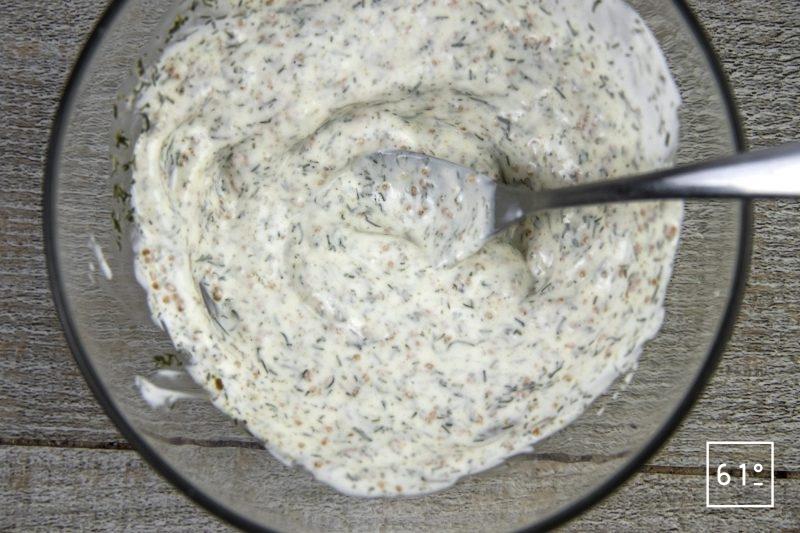 Turbo et concombre - mélanger la sauce
