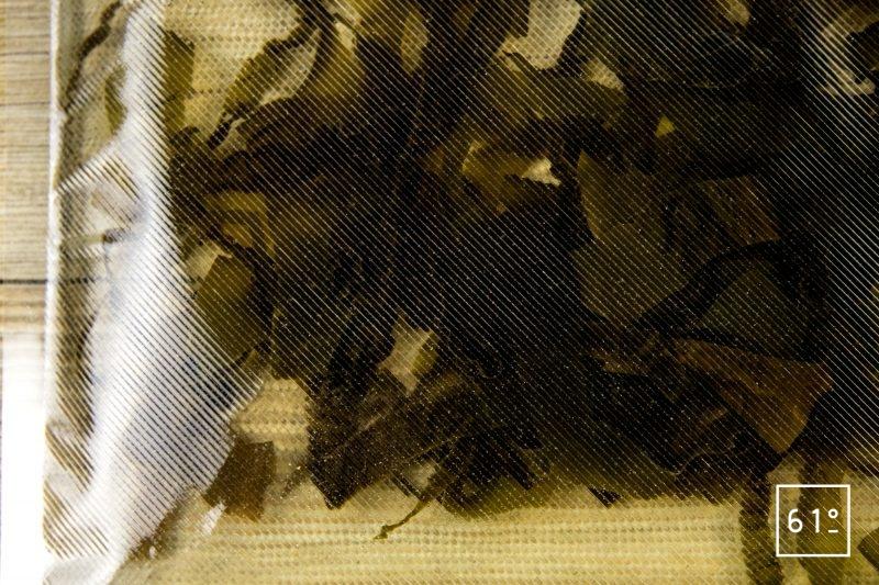 Dashi - mettre les algues kombu sous vide