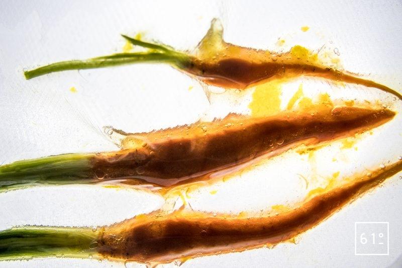 Magret de canard basse température sous vide et carottes glacées au yuzu - cuire les carottes