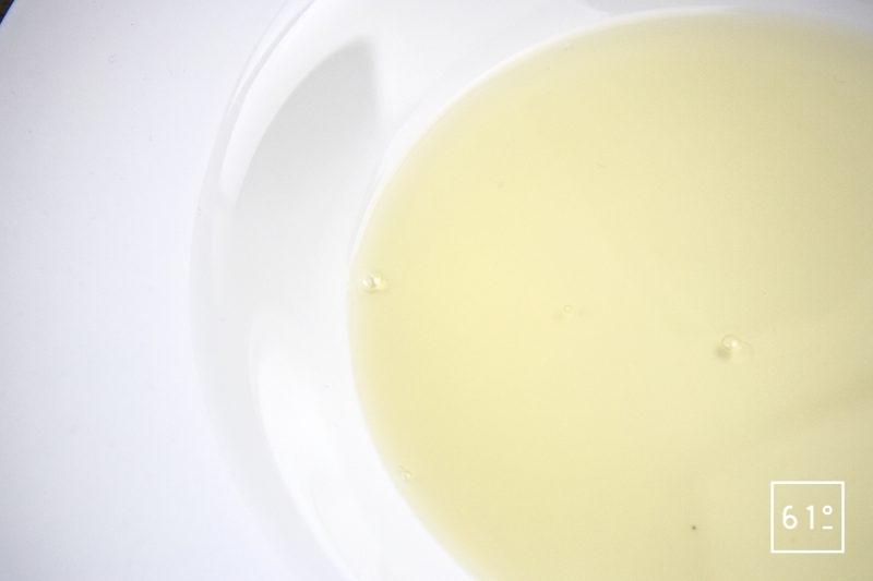 Palourdes basse température, fenouil, sur jus de veau gélifier, émulsion de fenouil - verser le jus de veau et laisser gélifier