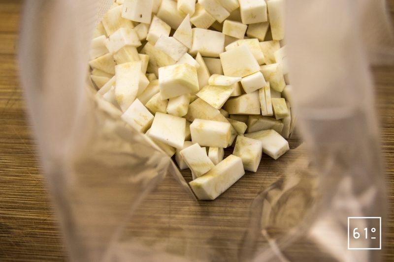 Turbot céleri en deux façon et émulsion d'huîtres - mettre sous vide les morceaux de céleri
