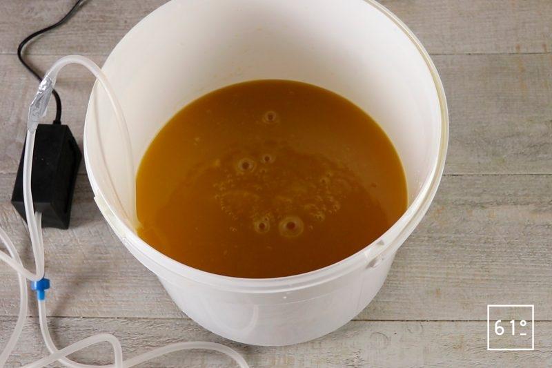 Vinaigre de mangue - mettre en place le bulleur