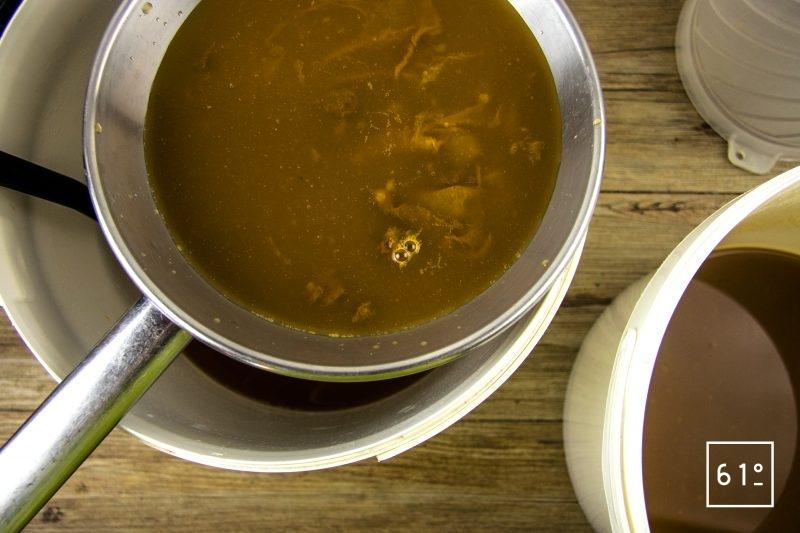 Vinaigre de mangue - passer le vinaigre au chinois étaminé