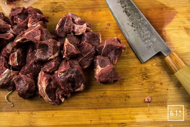 Bœuf bourguignon basse température sous vide - découper la viande