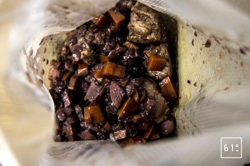 Bœuf bourguignon basse température sous vide - mettre sous vide la sauce et la viande