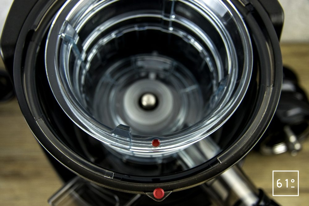 Extracteur de jus Kuving EVO820 - tamis à sorbet en place