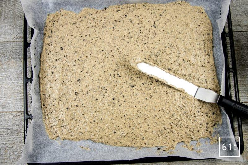 Crackers aux olives noires - étaler