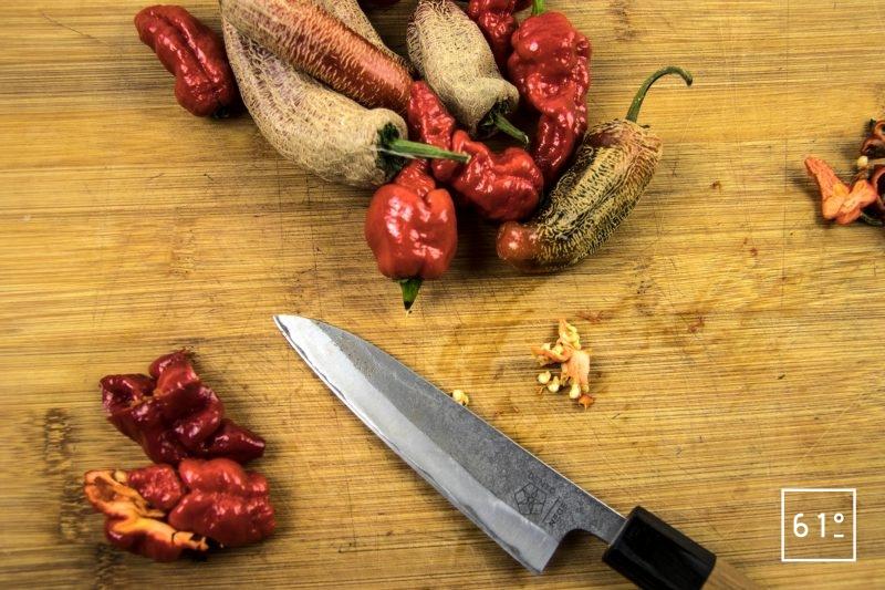Sauce piquante au Madballz - préparer les piments
