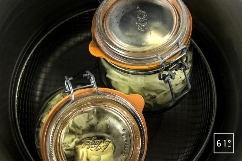 Soupe à l'oignon - mettre les pots dans l'autocuiseur
