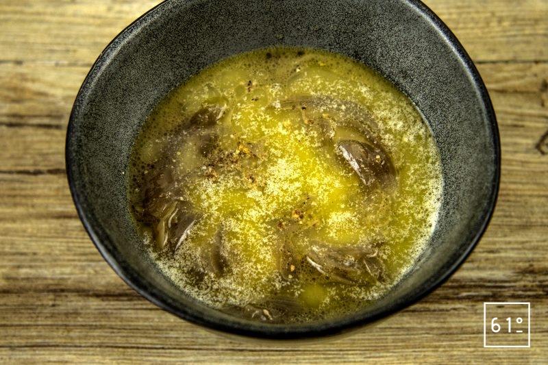 Soupe à l'oignon - verser le beurre