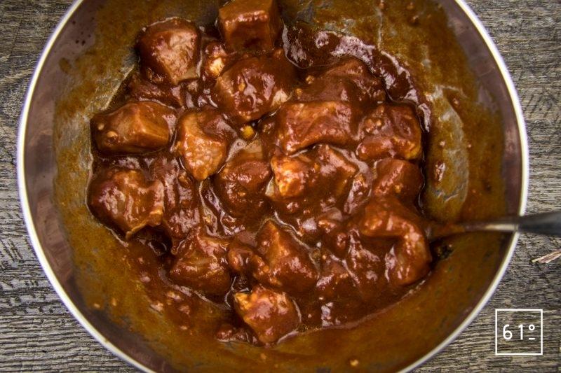Arancini de porc et tomate - couper le porc en cube de 3 cm et mélanger avec la marinade