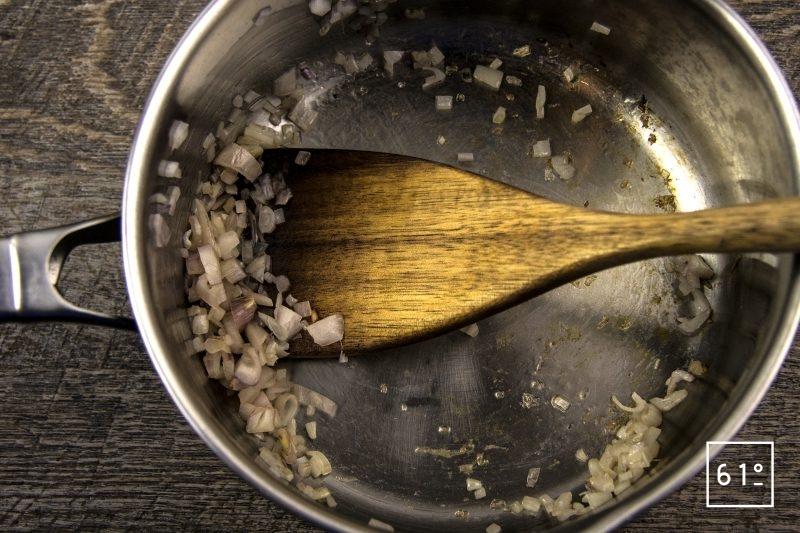 Beurre nantais - faire suer les échalotes