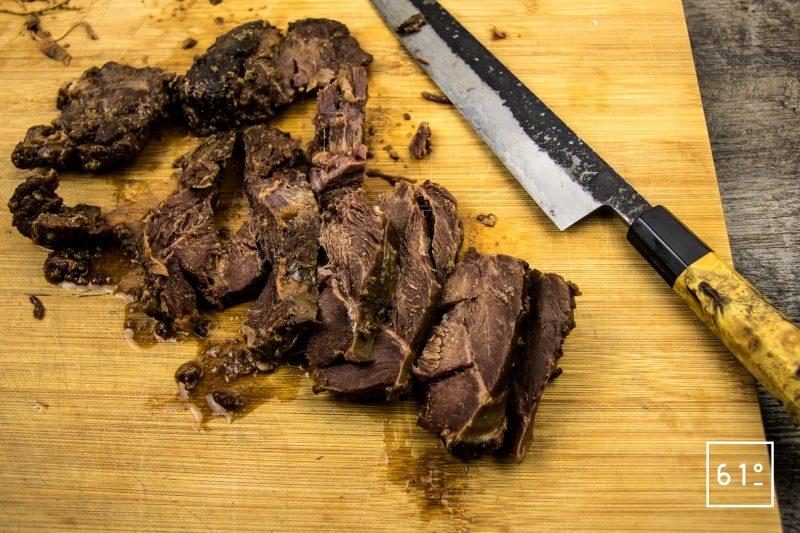 Joue de bœuf basse température sous vide au shio koji - découper la joue