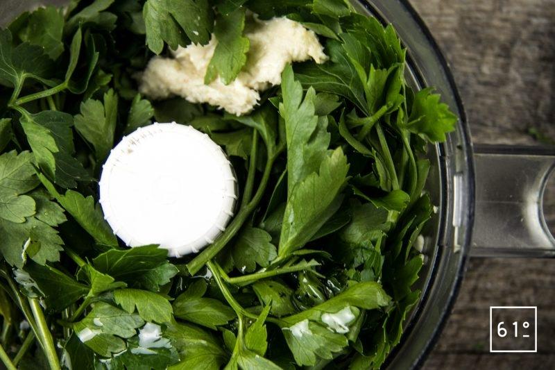 Persillade au parmesan - réunir l'huile d'olive, le persils, l'ail et le parmesan