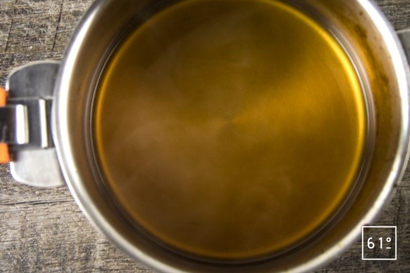 Ris de veau, sauce aux cèpes lactofermentés, crumble de noisette - faire réduire la sauce au cidre et kombucha de pomme