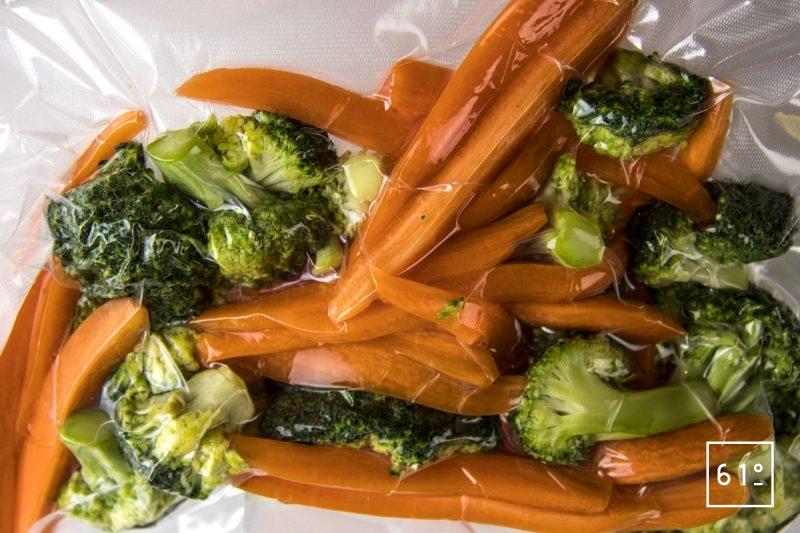 Tendron de veau en blanquette - mettre les légumes sous vide