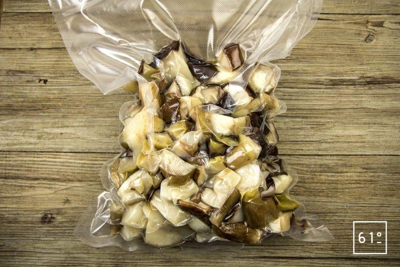 Jus de cèpes extrait par cryoconcentration - mettre dans un sac, faire le vide et sceller