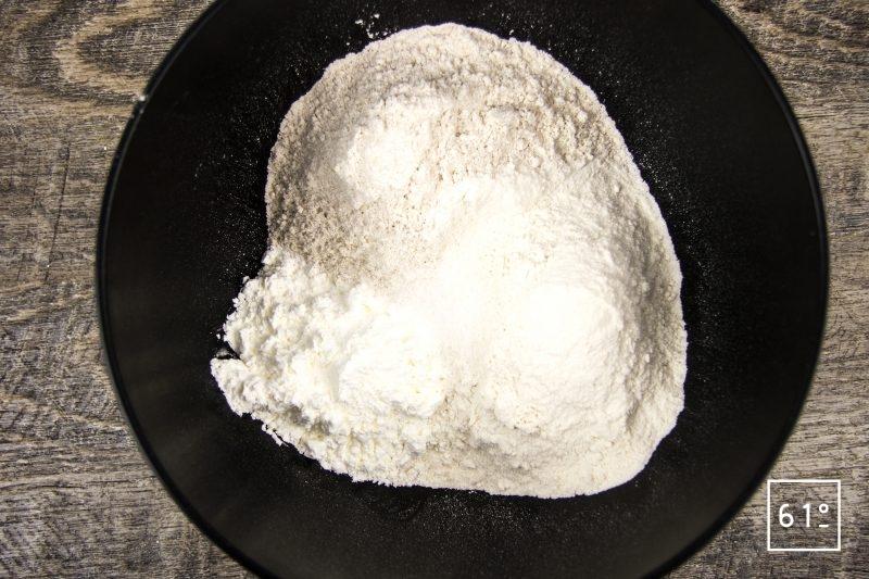 Pain au levain à la fécule de pomme de terre - mélanger les farines l'amidon et le sel