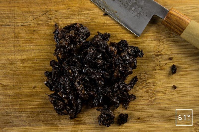 Pâté croûte de canard aux pruneaux et au Rivesaltes - découper les pruneaux