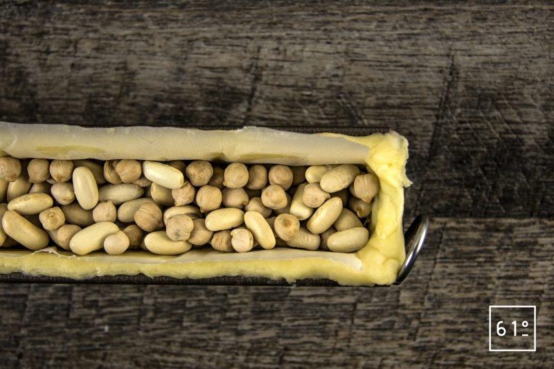 Pâté croûte de canard aux pruneaux et au Rivesaltes - mettre des poids ou des haricots secs pour cuire la pâte
