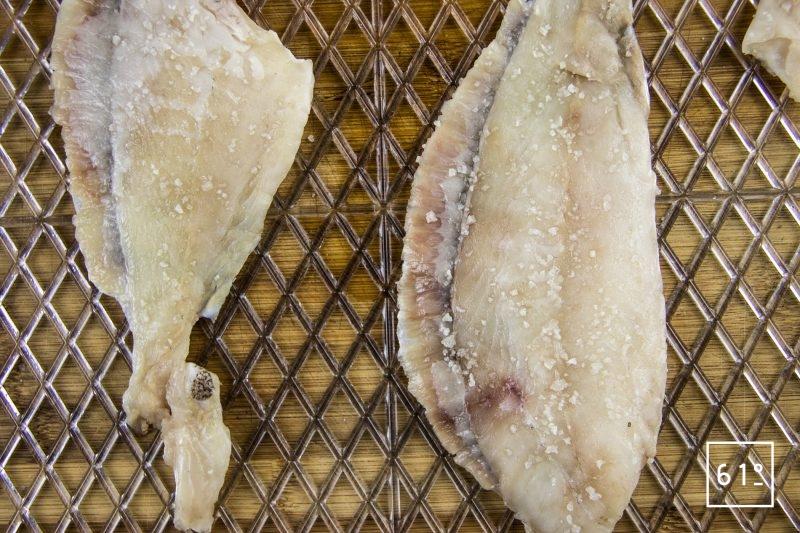 Sikhye de turbot - faire sécher le poisson au réfrigérateur