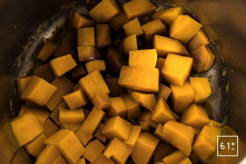 Soupe de butternut caramélisée - cuire sous pression dans l'autocuiseur