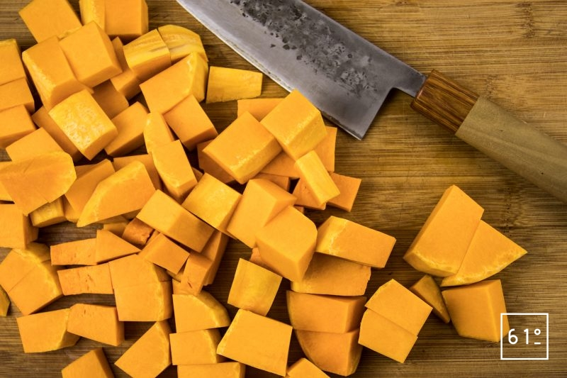 Soupe de butternut caramélisée - découper la butternut