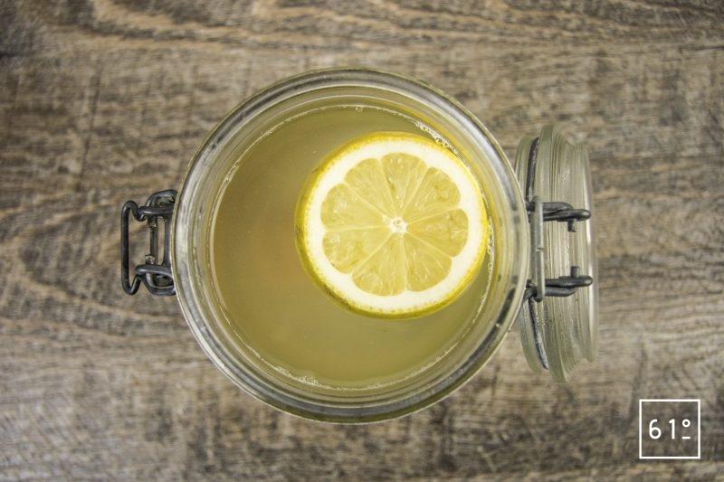 Kéfir de fruit - citron figue - ajouter l'eau le citron et la figue
