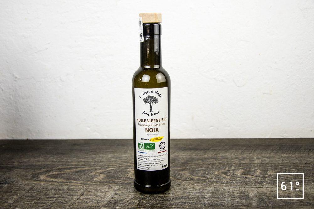 Les huiles de l'arbre à huile- huile de noix