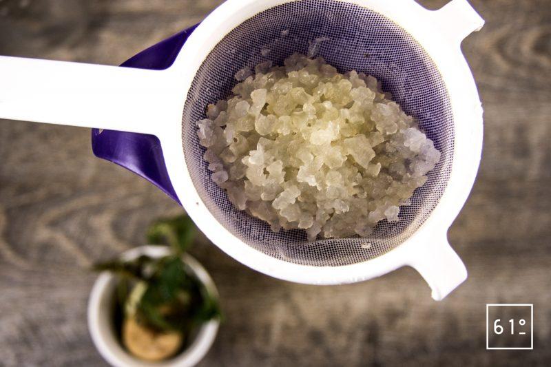 Kéfir à la menthe fraiche - récupérer les grains de kéfir