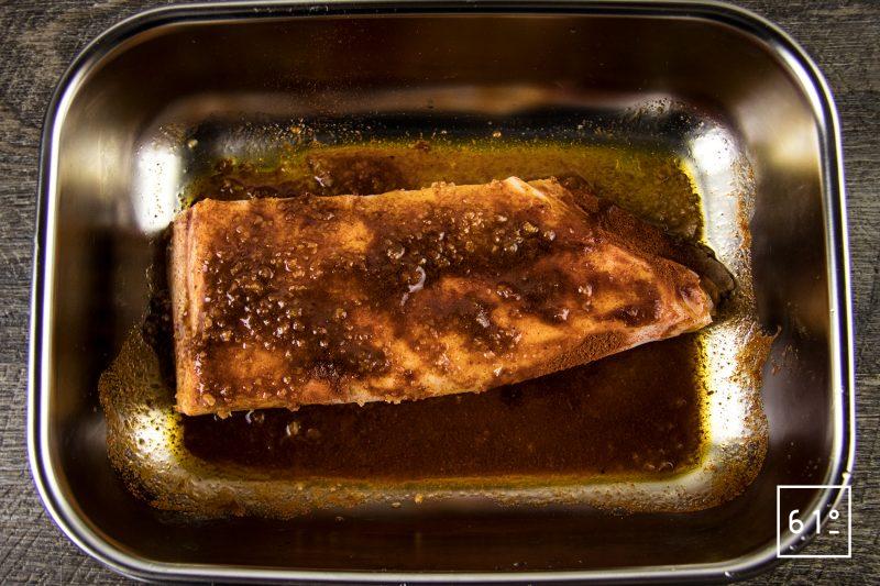 Lard au Xipister - frotter le lard avec le mélange de Xipister, sel et paprika