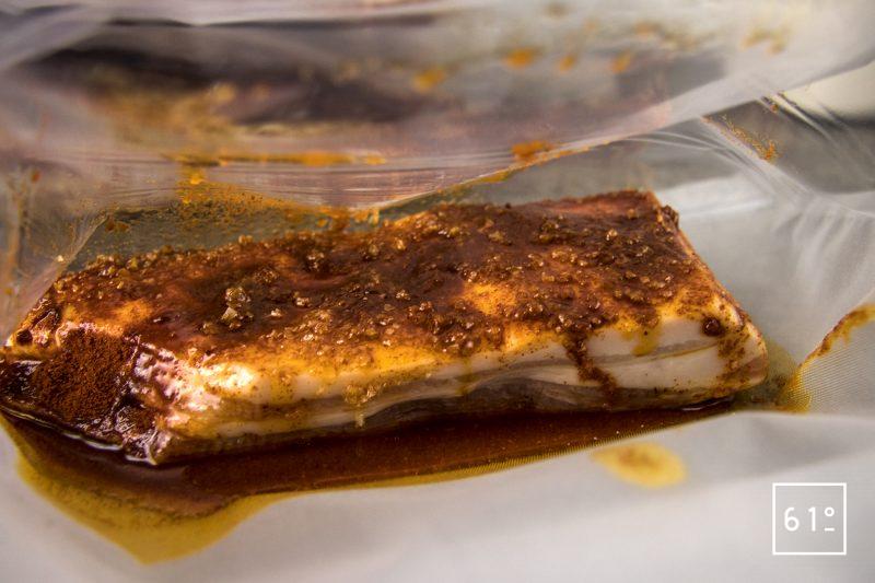 Lard au Xipister - mettre sous vide le lard et le lard avec le mélange de Xipister, sel et paprikaLard au Xipister - mettre sous vide le lard et le lard avec le mélange de Xipister, sel et paprika