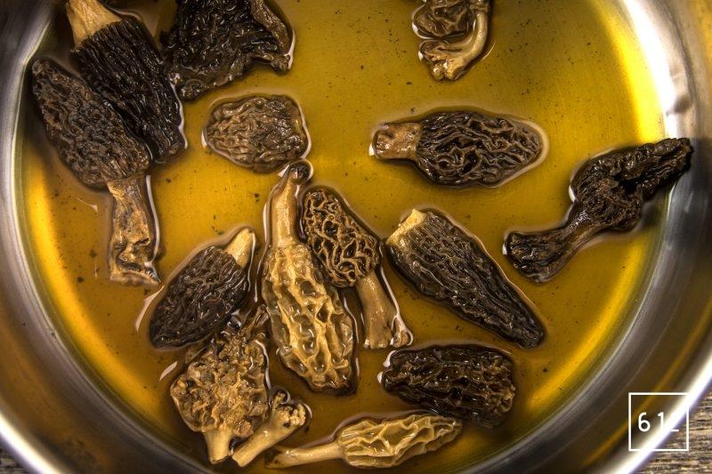 Pâté croute aux morbiers, aux tommes du Jura et aux morilles - cuire les morilles