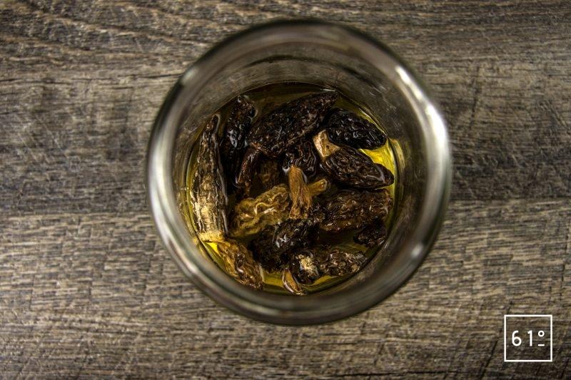 Pâté croute aux morbiers, aux tommes du Jura et aux morilles - laisser réhydrater les morilles