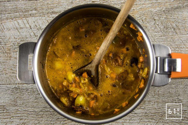 Lasagnes de kobe - cuire la sauce tomate