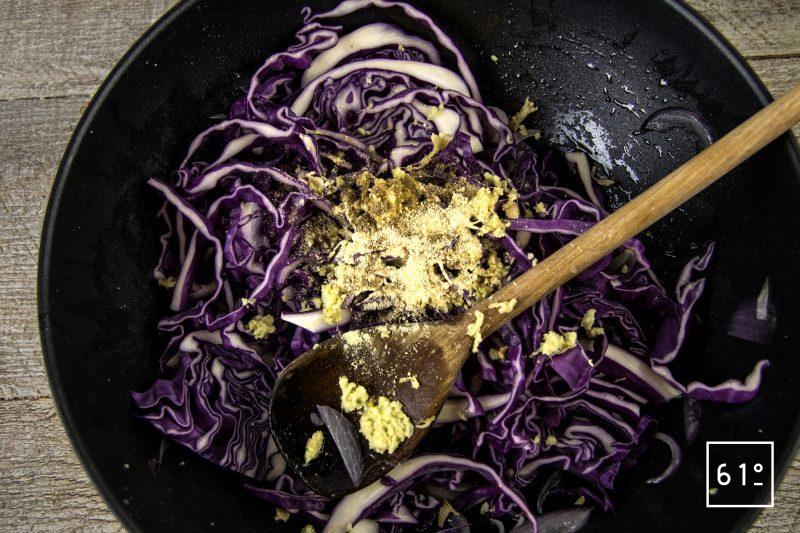 Chutney de chou rouge - ajouter les ingrédients