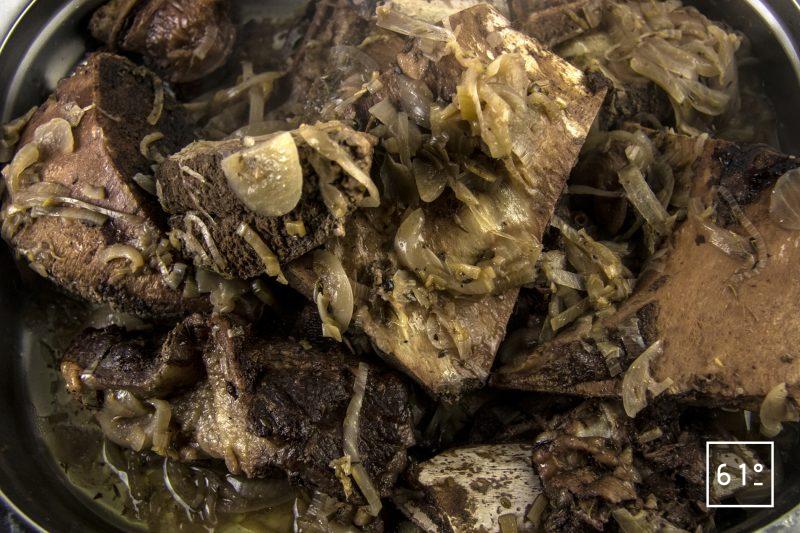Fond de bœuf - filtrer le bouillon