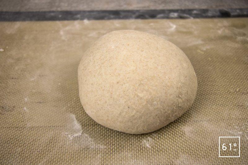 Pain au sarrasin et au lactosérum - diviser et bouler la pâte à pain